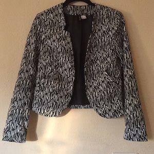 H&M Black and white cropped blazer